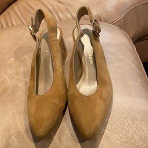Stuart weitzman camel side shoe with buckle
